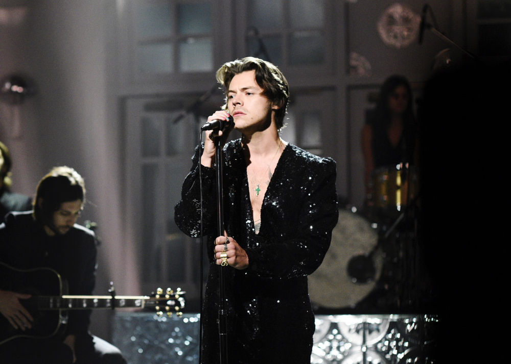 Spotted: Harry Styles Mengenakan Gucci