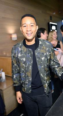 Spotted: John Legend Mengenakan Burberry