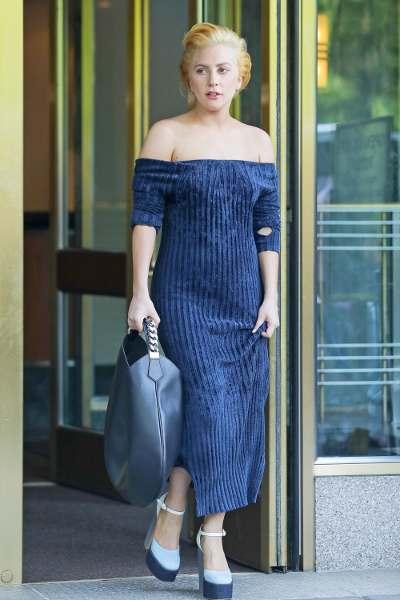 Spotted: Lady Gaga Mengenakan Tas Givenchy