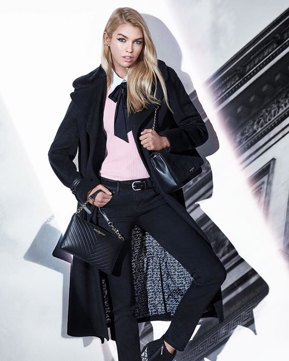 Stella Maxwell Bintangi Kampanye Iklan Karl Lagerfeld