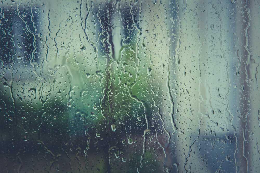 Tips Berbulan Madu Saat Musim Hujan
