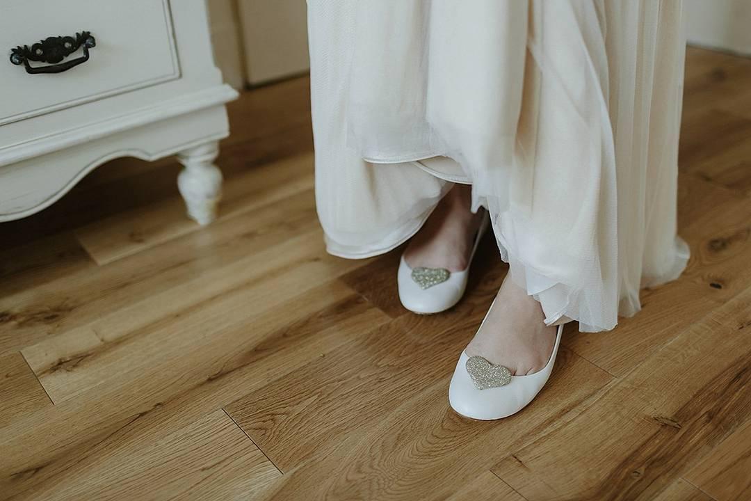 Tips Mengenakan Sepatu Flat Saat Pernikahan