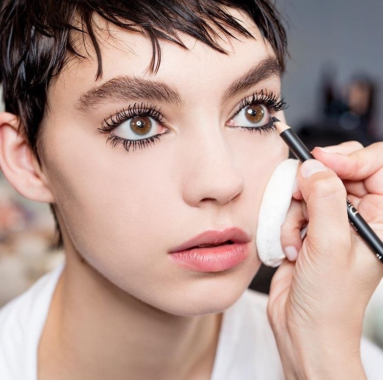 Versi Modern Makeup 60'an di Backstage Dior