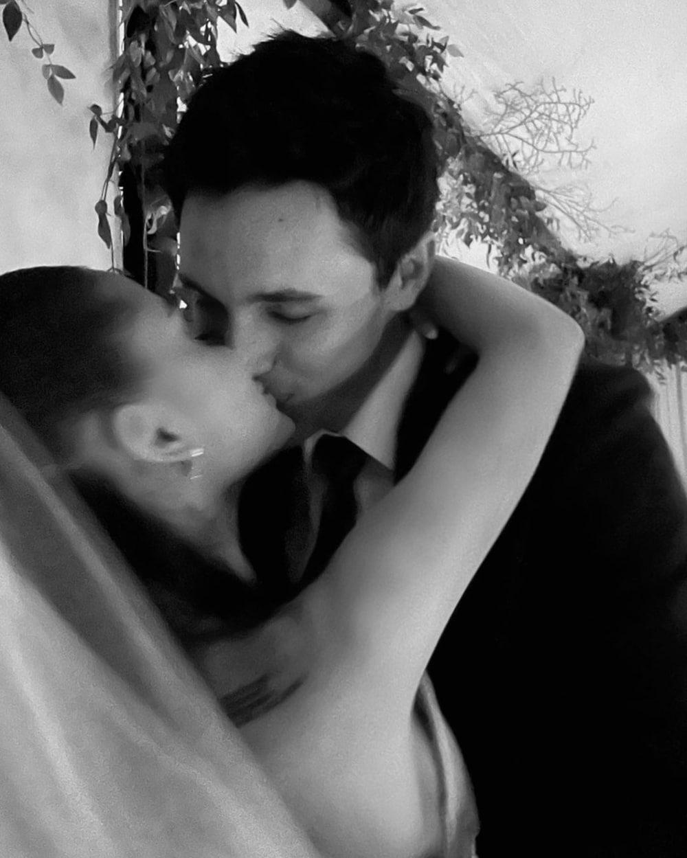 Potret Mesra Pernikahan Ariana Grande Dan Dalton Gomez