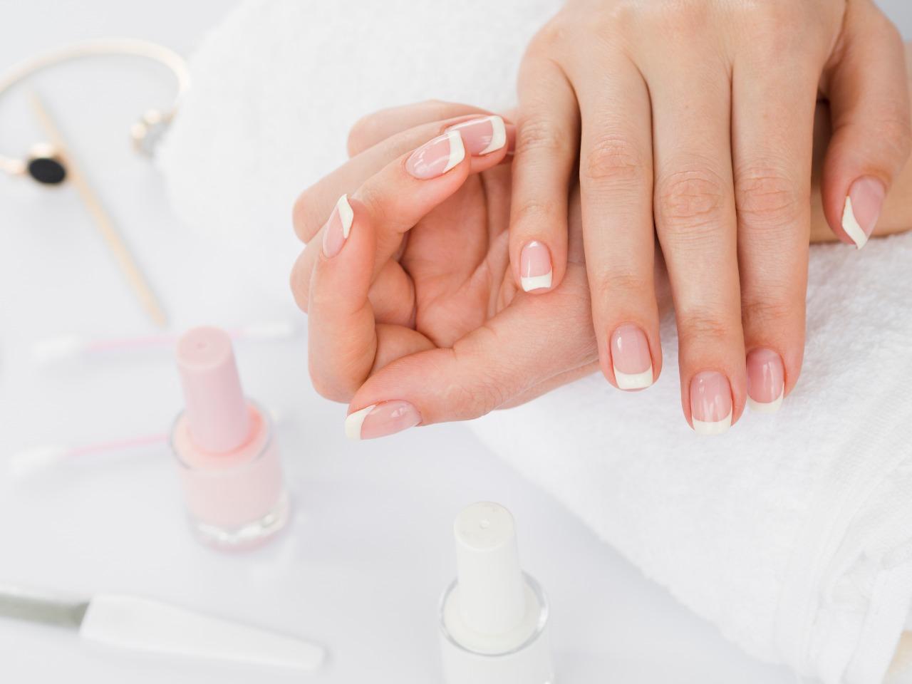 Tips Sukses Lakukan French Manicure di Rumah