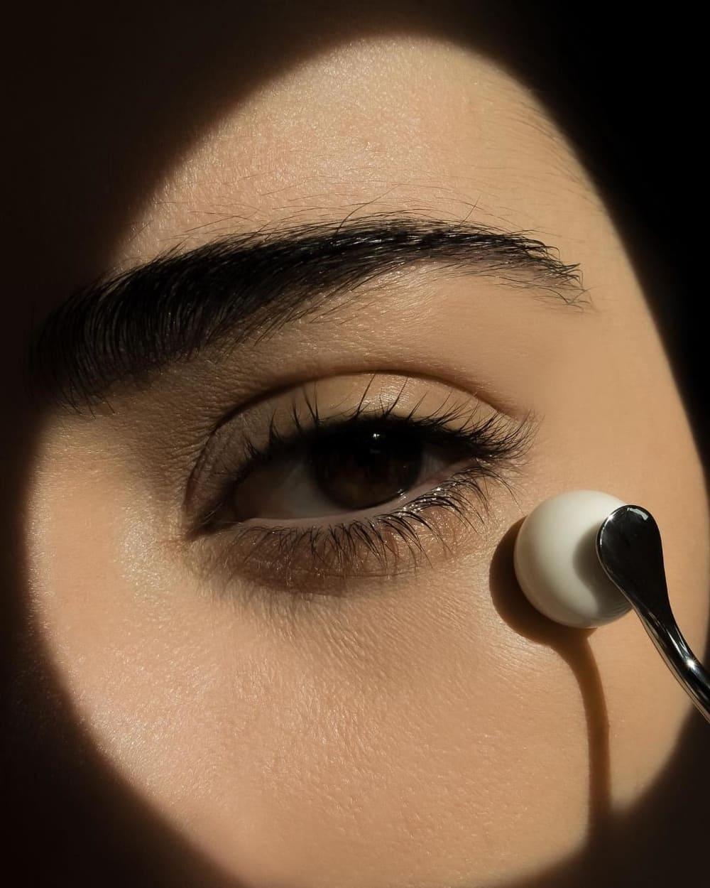 9 Krim Mata Untuk Redakan Puffy Eyes Dalam Sekejap