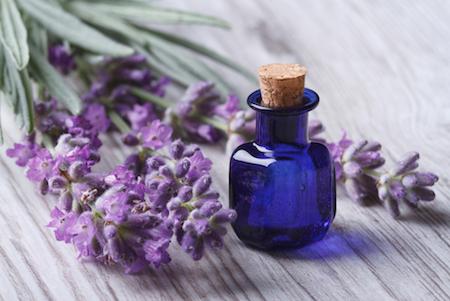 Tips Meredakan Migrain dengan Minyak Lavender