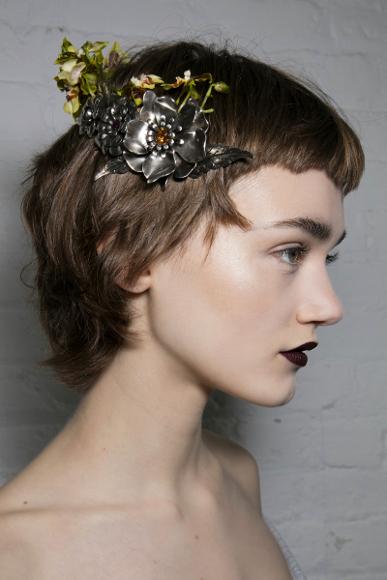 Model Rambut dari Runway yang Cocok untuk Tahun Baru