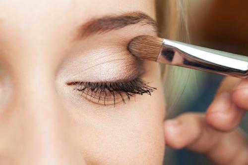 Tips Menggunakan Eyeshadow untuk Kelopak Mata Berminyak