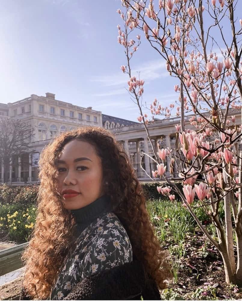 Percaya Diri Dengan Rambut Keriting, Ini Cerita Agnes Oryza