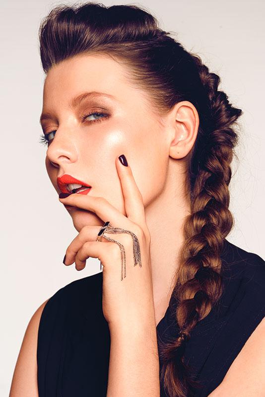 4 Trik Makeup yang Ampuh Samarkan Bekas Jerawat