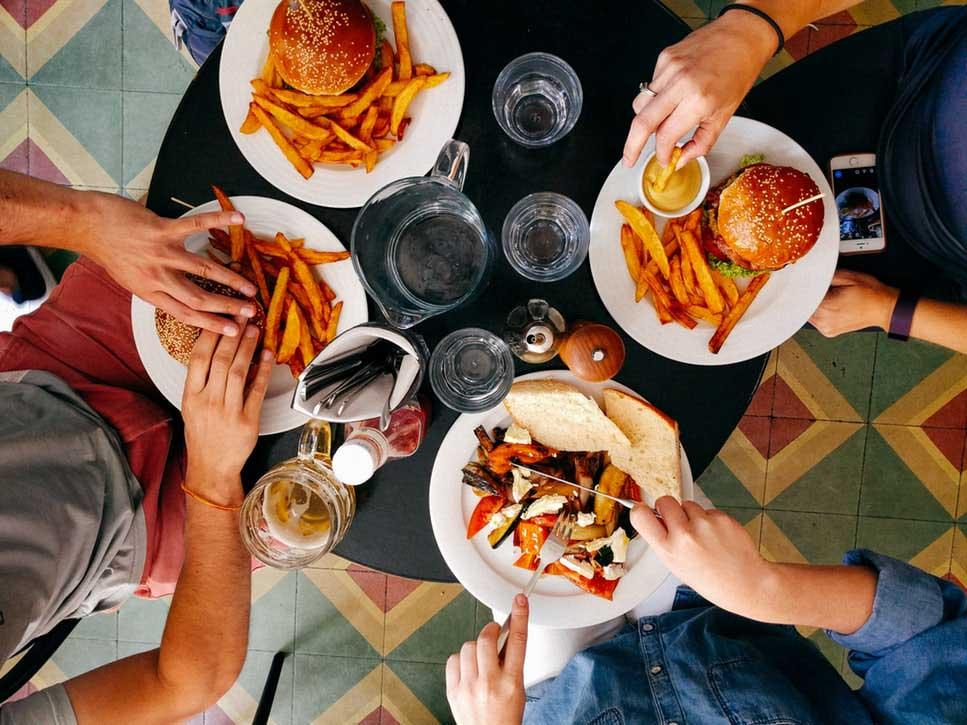 Bahaya Makan Junk Food Untuk Berbuka Puasa