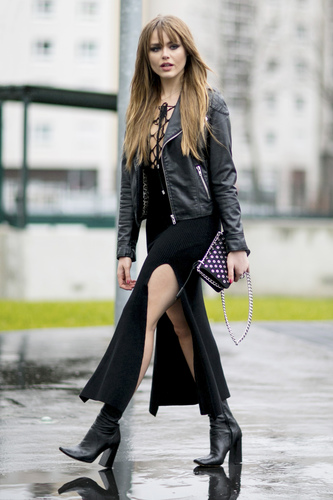 Contek Gaya Glam Rock ala Kristina Bazan