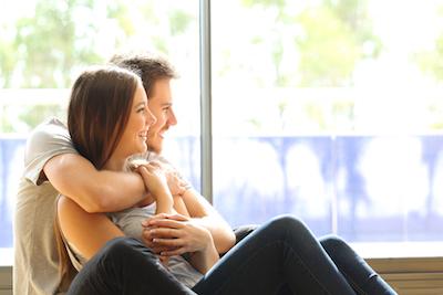 Tips Menjalin Hubungan dengan Pria Extrovert