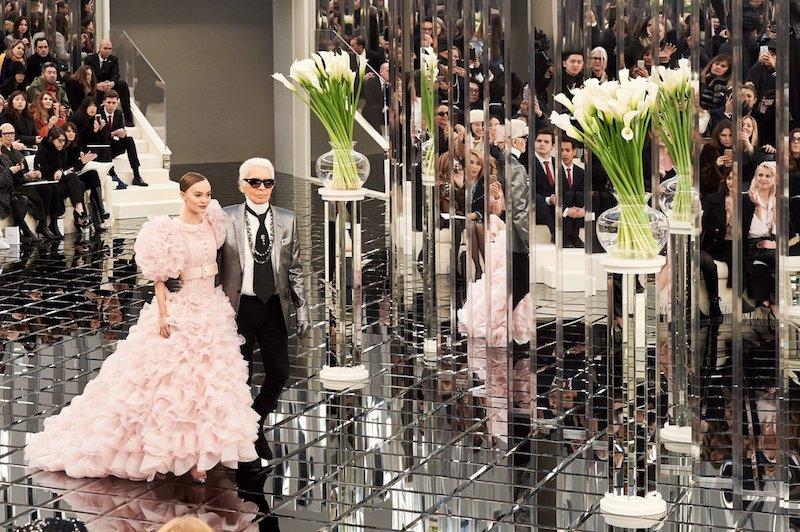 Lily-Rose Depp Menutup Peragaan Busana Chanel