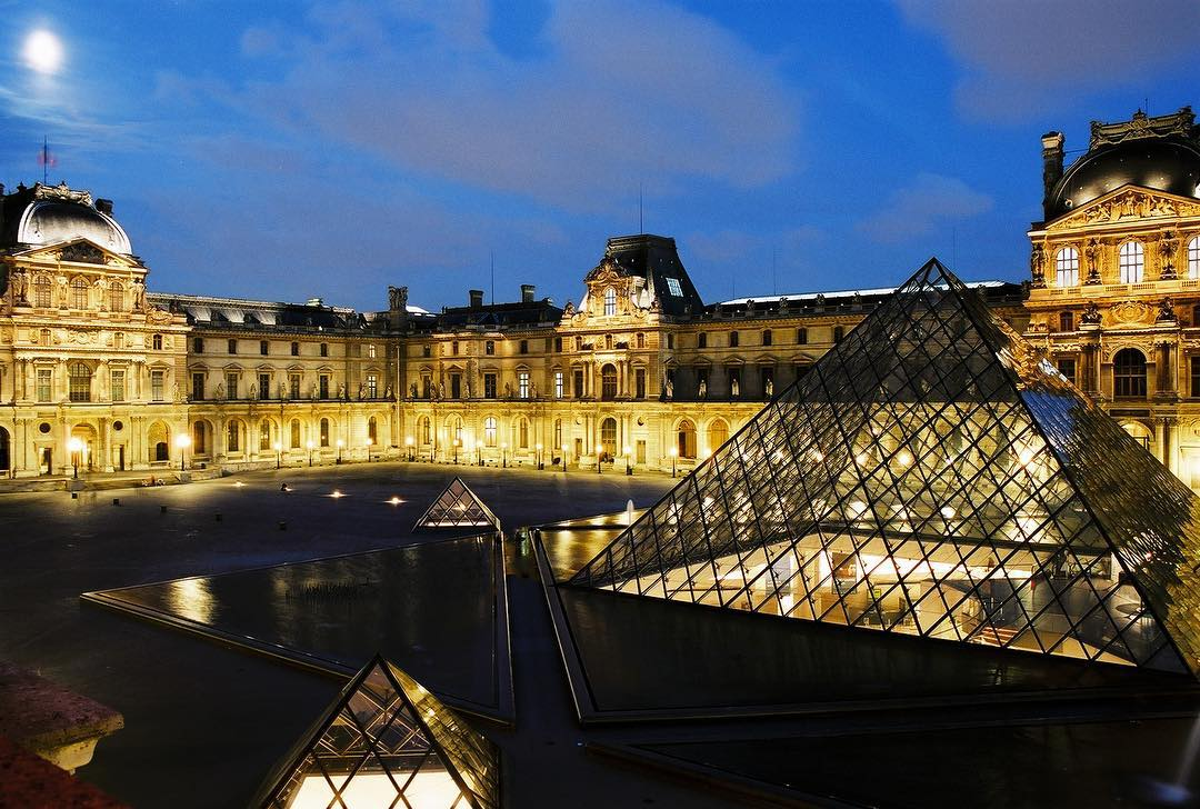 Museum Louvre Jadi Lokasi Peragaan Busana Louis Vuitton