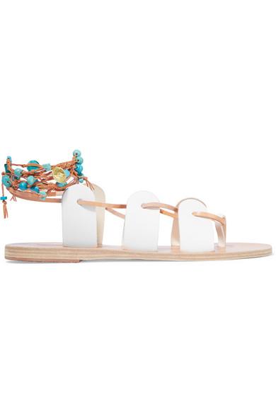 5 Flat Sandals yang Wajib Dibeli Bulan Ini