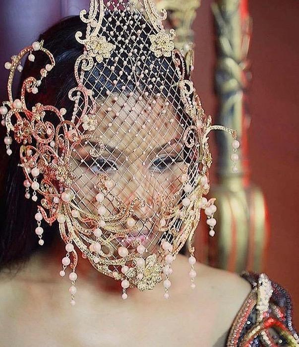Wow! Nicki Minaj Kenakan Rancangan Desainer Indonesia
