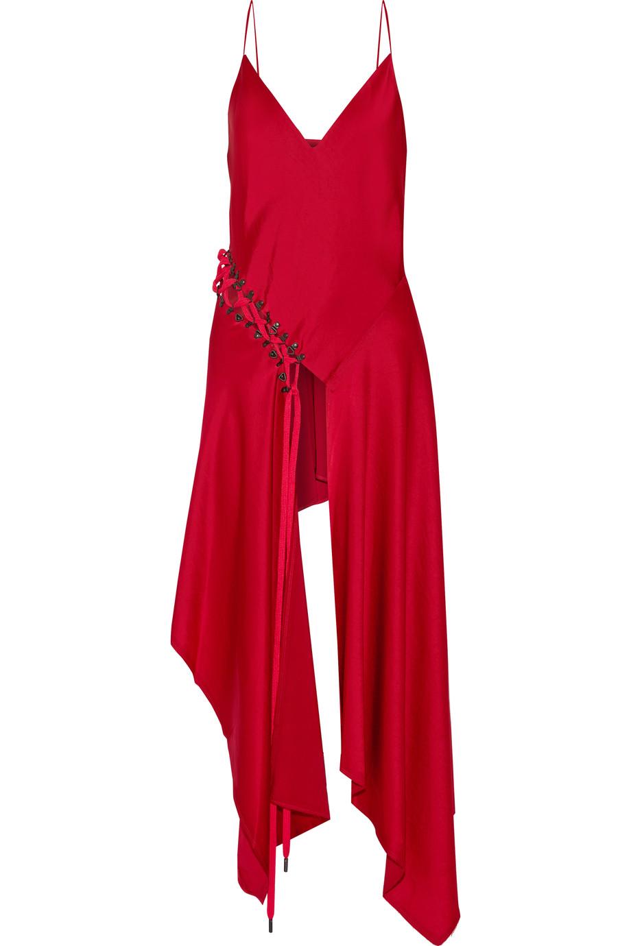 Wajib Punya: Pakaian dengan Detail Lace Up