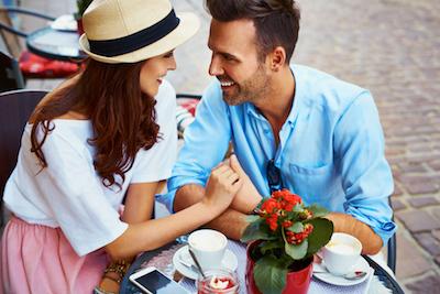 Alasan Suara Berubah Saat Berbicara dengan Kekasih