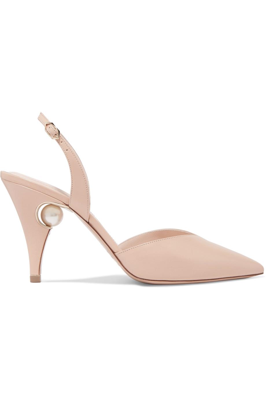 Pilihan Sepatu warna Kulit untuk Segala Macam Gaun