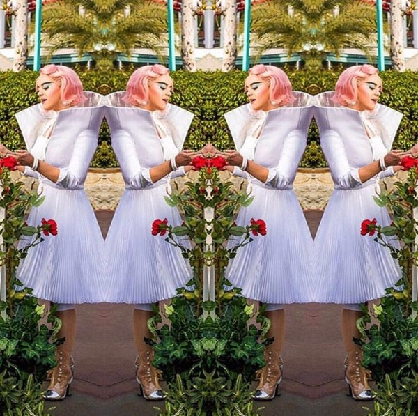 Wow! Katy Perry Kenakan Rancangan Desainer Indonesia