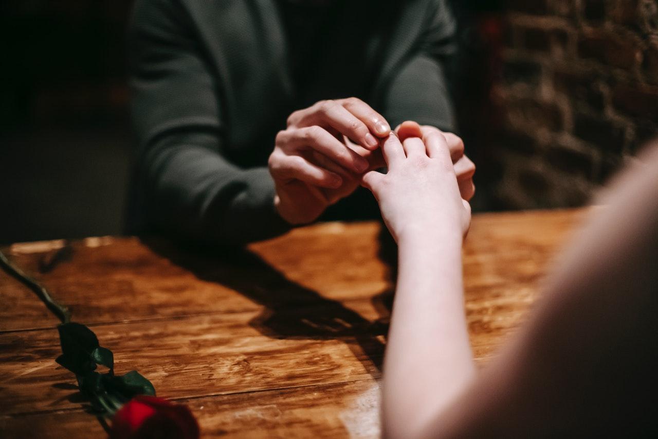 Cara Pria Mencari Pasangan Hidup