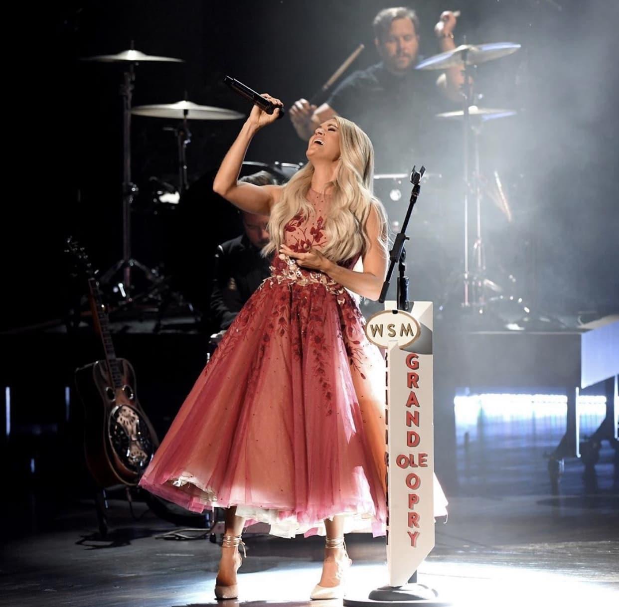 Dapat Awards, Carrie Underwood Pakai Aksesori Asal Indonesia