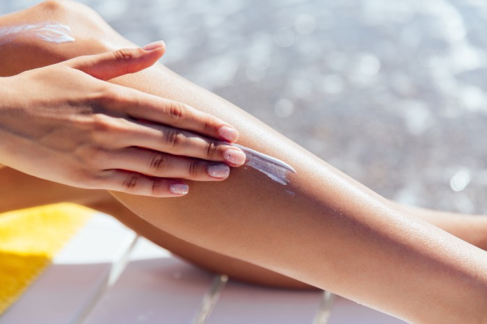 Suka Salah Kaprah, Mitos Sunscreen Ini Tidak Perlu Dipercaya