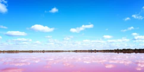 5 Negara dengan Danau Unik di Dunia