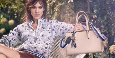 Alexa Chung Kembali Jadi Bintang di Iklan Longchamp
