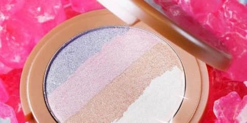 Highlighter Pelangi dari Tarte Cosmetics