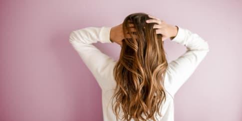 11 Rekomendasi Shampo untuk Rambut Rontok