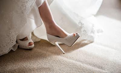 Tips Mengenakan Sepatu Hak Tinggi Saat Pernikahan