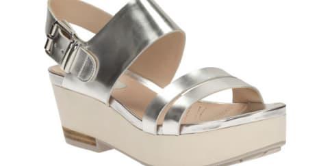 Kiat Tampil Androgyny dengan Sepatu Clarks