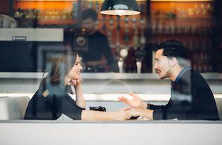 Cara Memulai Percakapan Soal Pernikahan ke Pasangan