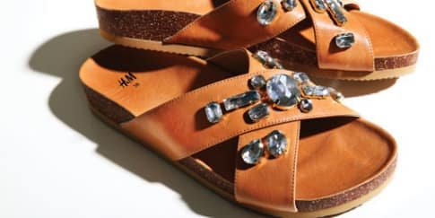 Tampil Beda Dengan Sandal Chunky