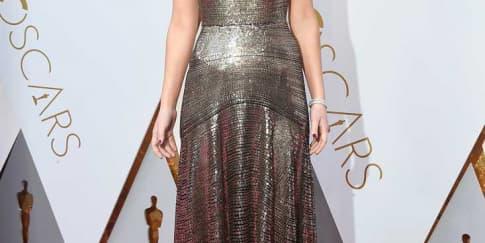 4 Gaya Artis Hollywood Mengenakan Dior Di Oscar 2018