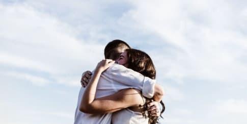 4 Tanda Pria Dan Wanita Saling Mencintai