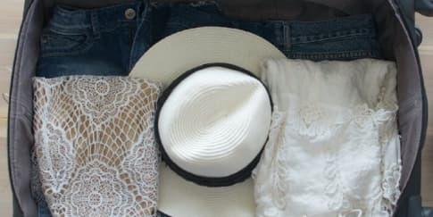 Tips Mengepak Topi di Dalam Koper