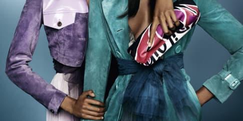 Naomi Campbell dan Jourdan Dunn untuk Burberry