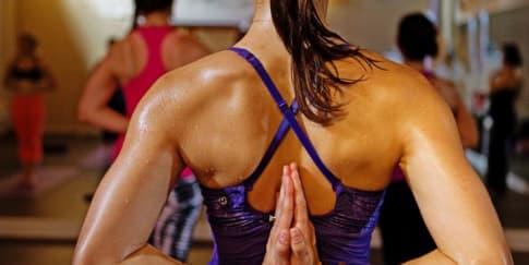 Menguras Keringat dengan Hot Yoga