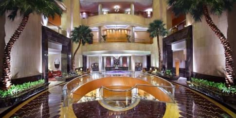 5 Alasan Rayakan Natal di Ritz-Carlton, Mega Kuningan