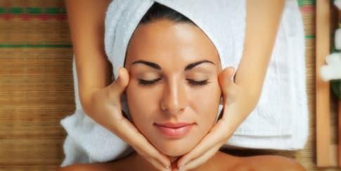 5 Manfaat Facial Untuk Atasi Permasalahan Kulit