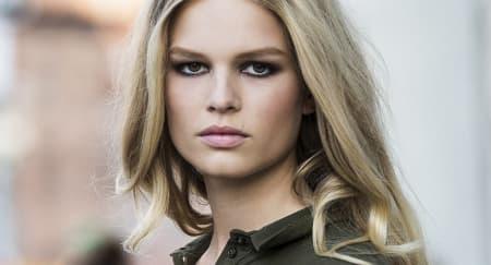 Model Anna Ewers Buat Alexander Wang Jatuh Cinta
