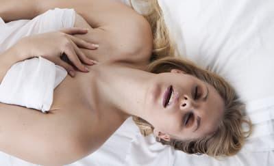 Alasan Wanita Mengerang Keras Saat Bercinta