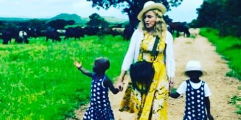 Madonna Mengadopsi Anak Kembar!
