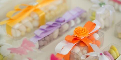 7 Makanan yang Bisa Dijadikan Souvenir Pernikahan
