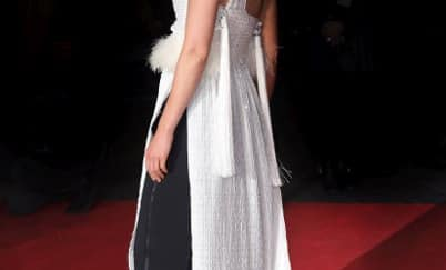 Spotted: Rosamund Pike Mengenakan Givenchy Couture