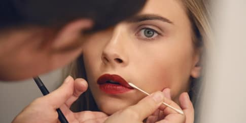 Cara Tepat Aplikasikan Lipstik Merah